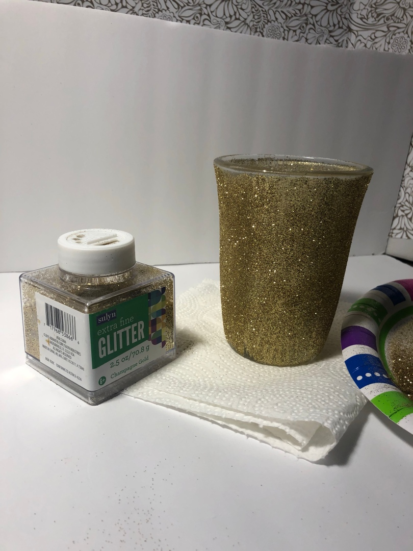 How to add glitter to a glass